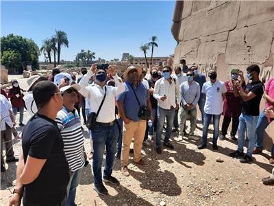 وزارة السياحة تلغى ترخيص 895 مرشداً سياحياً خالفوا القانون