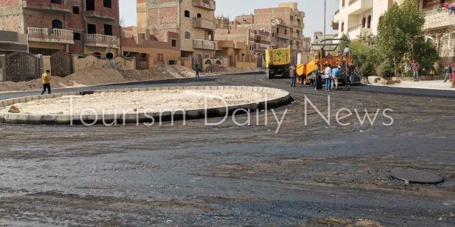 تنفيذ أعمال رصف طرق حي النوادي بمدينة المنيا الجديدة