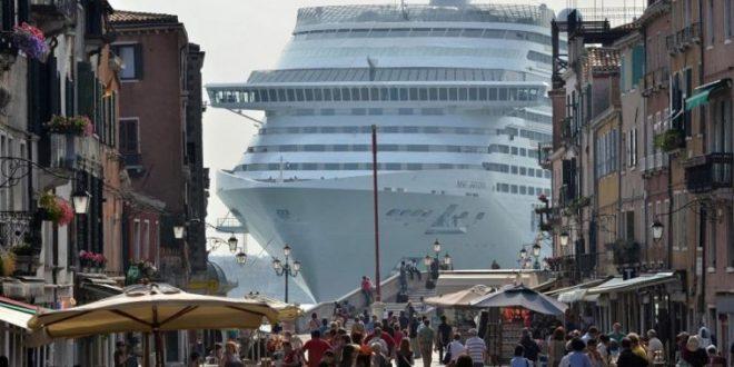 إيطاليا تحول مسار السفن السياحية الكبيرة بعيداً عن قلب البندقية