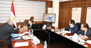 وزيرة التخطيط ومحافظ الوادي الجديد يناقشان عدد من المشروعات الاستثمارية