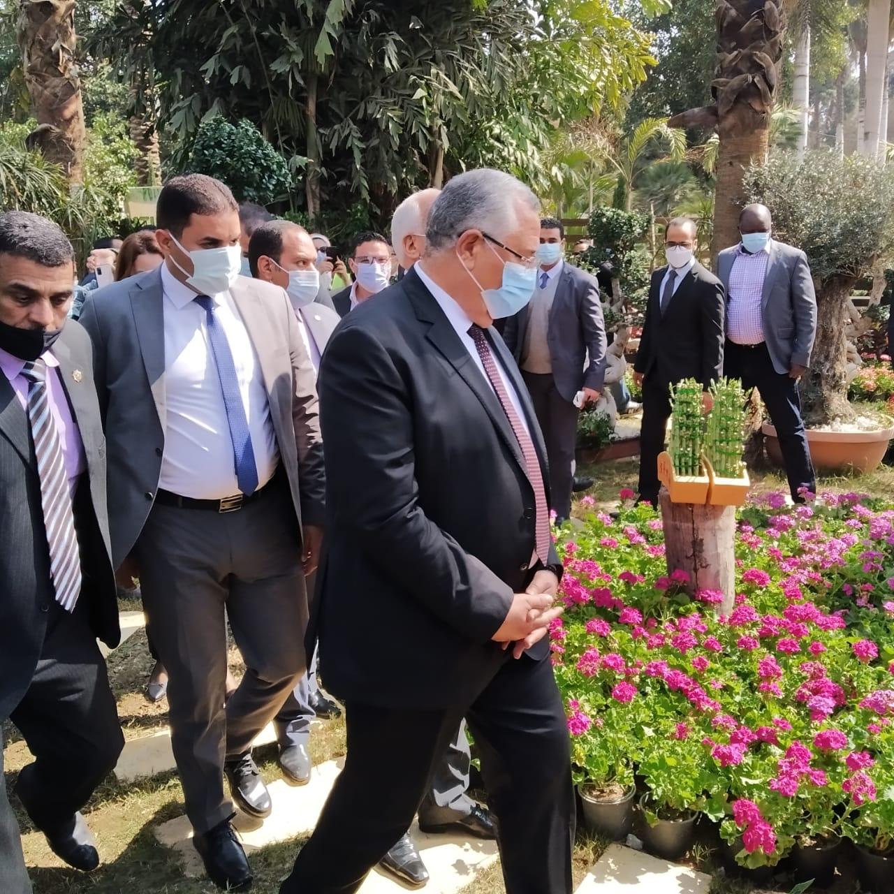 وزيرا الزراعة والشباب ومحافظ الجيزة يفتتحون معرض زهور الربيع بالأورمان