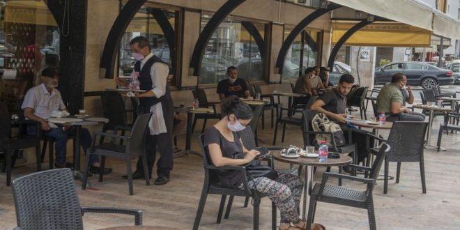 فرق التفتيش تغلق 8 مطاعم وفنادق وتنذر 25 منشأة سياحية بالأردن