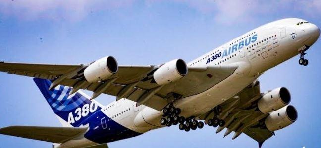 إيرباص تكشف انتهاء برنامج صناعة الطائرة العملاقة .. A380 تحلق إلى هامبورج