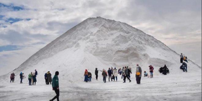 CNNتكشف حقيقة الجبال البيضاء في مصر والتي تحولت لأماكن للتزلج في بور فؤاد