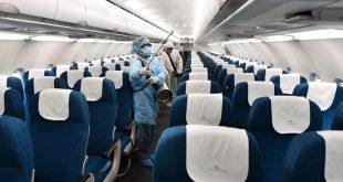 """السجن عامين لمضيف طيران خرق قواعد مكافحة """"كورونا"""" في فيتنام"""