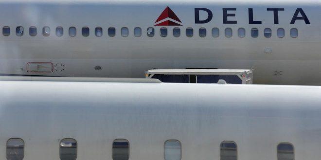 دلتا إيرلاينز تلغي 100 رحلة في يوم واحد بسبب نقص حاد في الموظفين