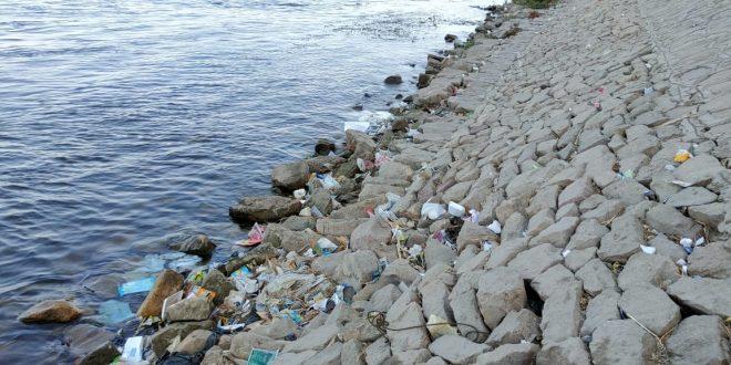 كورنيش النيل تحول لمقلب زبالة والإهمال والقمامة تحاصره في نجع حمادي