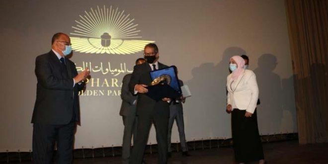 محافظ القاهرة يشهد تكريم المشاركين في حفل نقل المومياوات الملكية