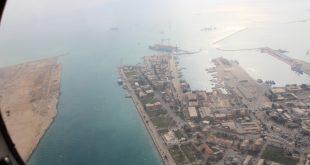 وزيرة البيئة تستقل طائره المسح الجوى للوضع البيئى في خليج السويس