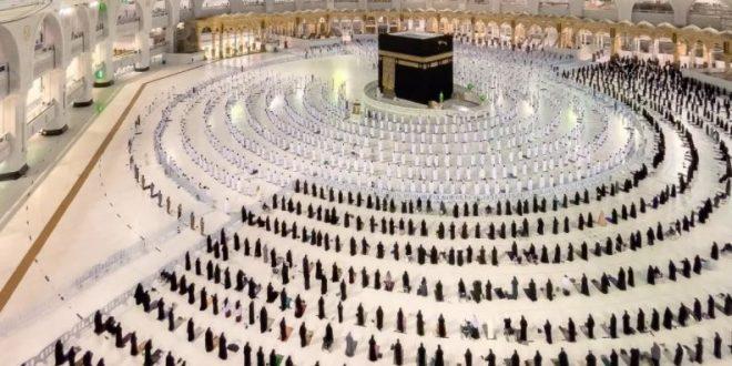 صورة رائعة للمصلين في المسجد الحرام تشعل مواقع التواصل الاجتماعي