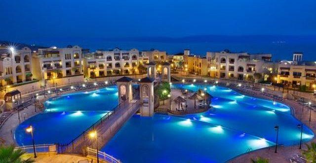 وزير السياحة يكشف عن تشغيل 4.5 ألف عامل بالمنتجعات في الأردن