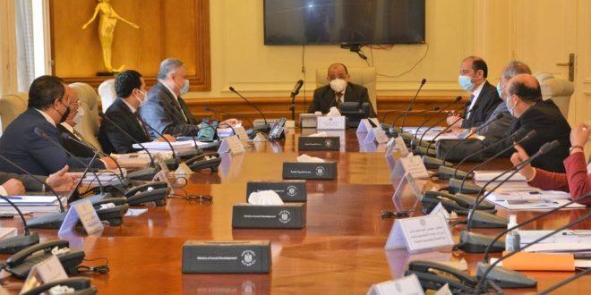 اللجنة العليا لتراخيص المحلات تبحث تقنين الأوضاع بحضور ممثلي 11 وزارة