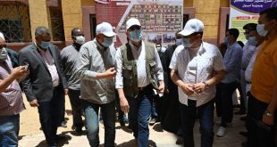 وزير الإسكان ومحافظ أسوان يتفقدان مشروع تطوير منطقة الصحابى غير الآمنة
