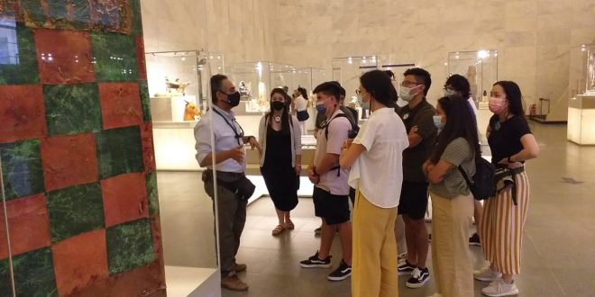 وفود سياحية من دول العالم تزور المتحف القومي للحضارة المصرية