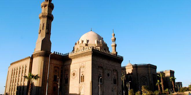 سقوط جزء من الرفرف الخشبي لقبة الفوارة بجامع السلطان حسن خلال الترميم