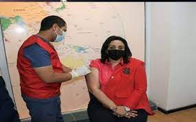 غادة شلبي تتلقى الجرعة الثانية من لقاح فيروس كورونا مع العاملين بالسياحة