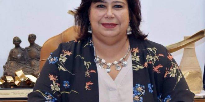 """وزيرة الثقافة تطلع على استراتيجية """"القومي للترجمة"""" وتستعرض مشروعات التطوير"""