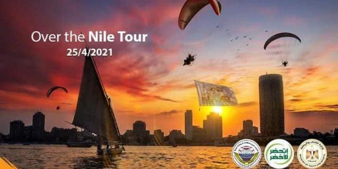 """عرض بالمظلات علي ضفاف النيل للترويج لحملة """"اتحضر للاخضر"""" بهدف نشر الوعى"""