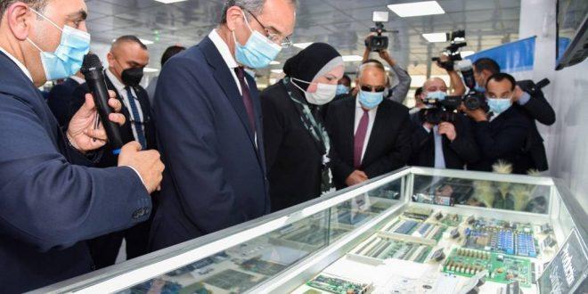 مصر تدشن خطوط إنتاج تصنيع أجهزة التابلت واللاب توب بشراكة عالمية