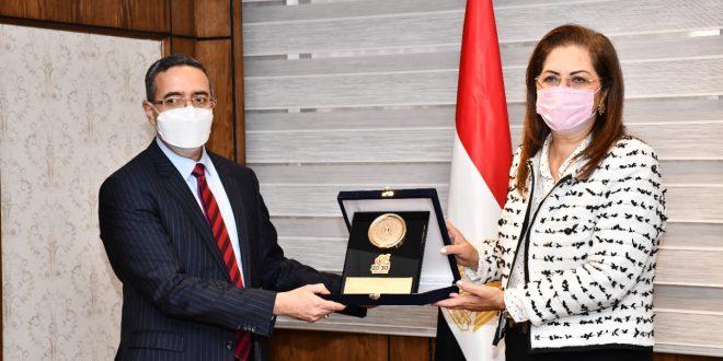مصر والهند تبحثان أوجه التعاون الثنائي وسفير دلهي يكشف طبيعة الوضع الوبائي