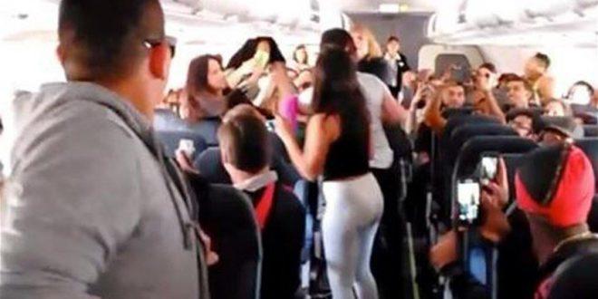 """مصر للطيران تكشف حقيقة """"خناقة النسوان"""" علي متن أحدى الطائرات في الجو"""