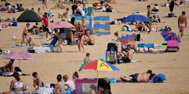 بريطانيا تسقط بعض دول المتوسط من قائمة السفر الخضراء وعودة سياحة الشواطئ