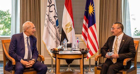 ماليزيا تبحث الاستثمار في قناة السويس لتسهيل انتقالات الأفراد والبضائع