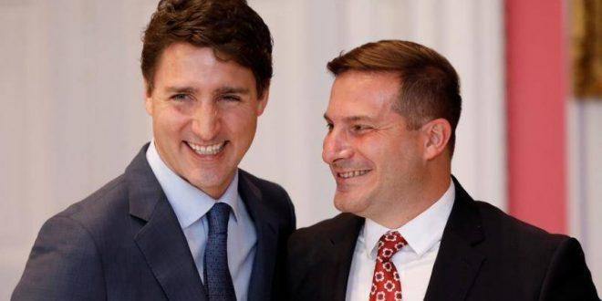 ماركو ميندتشينو (يمين) مع رئيس الوزراء الكندي