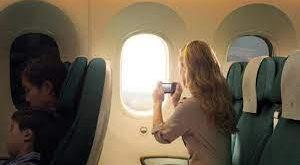 ركاب الطائرة عند كسر النوافذ