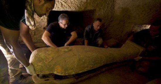 ذاكولومبيان : الاكتشافات الأثرية رهان مصر للتميز بسوق السياحة العالمية
