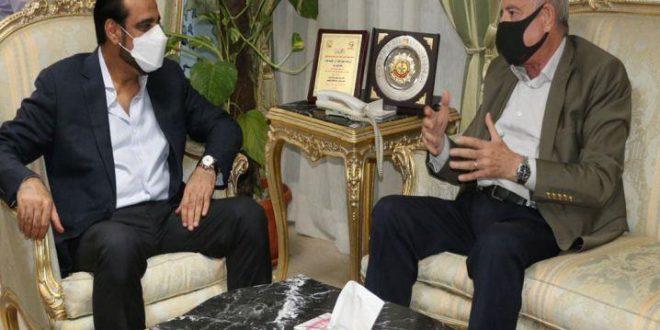 """محافظ جنوب سيناء يستقبل وفد """"فلاى دبى"""" بغد إعلانها إطلاق 3رحلات لشرم الشيخ"""