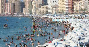 بيان رسمي من السياحة حول تدافع المصطافين وتكسير أسوار الشواطئ بالإسكندرية