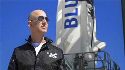"""الملياردير جيف بيزوس يستعد لأولى رحلات شركته """"بلو أوريجين"""" إلى الفضاء"""