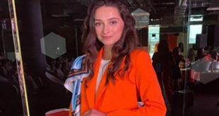 سكاي أب ايرلاين الأوكرانية تسمح للمضيفات بالعمل بملابس وأحذية جديدة
