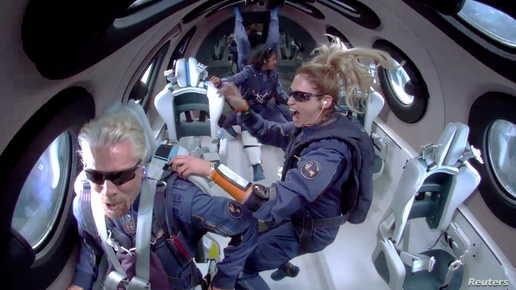 الملياردير البريطاني ريتشارد برانسون في رحلة سياحية للفضاء