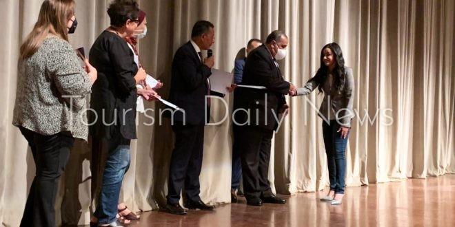 القومي للحضارة يكرم طلاب جامعة حلوان لجهودهم بتجهيزات موكب المومياوات