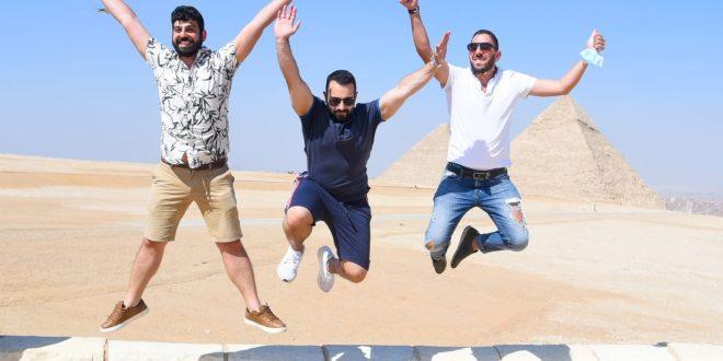 أهرامات الجيزة تستضيف وفد شباب اليونان وقبرص ضمن مبادرة إحياء الجذور