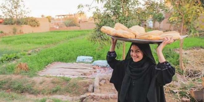 نجاح كبير لليوتيوبر والمرشدة السياحية بسنت نور الدين في سيشن صعيدي