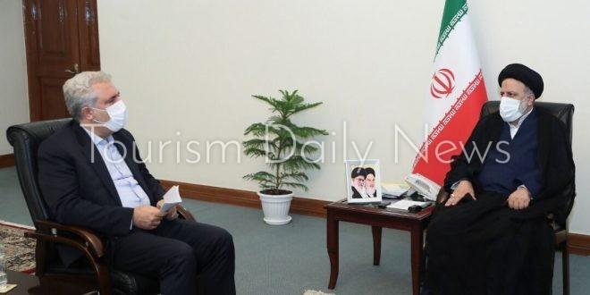 الرئيس الإيراني الجديد يضع آمال كبيرة على السياحة ويطالب الإسراع بالتطعيم