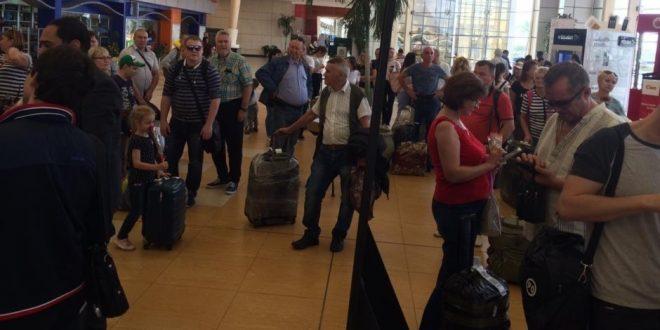 550 سائحاً على متن أول رحلة طيران روسية تصل لشرم الشيخ بعد توقف 6 سنوات