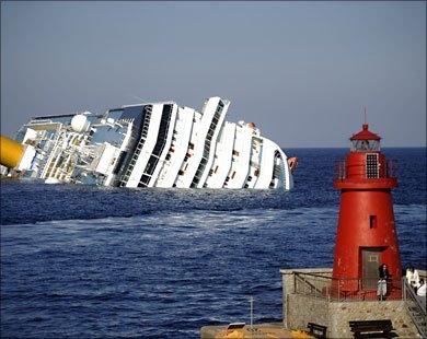 إنقاذ ركاب السفينة السياحية الغارقة في بحر إيجه