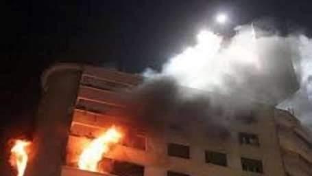 إندلاع حريق ضخم بالطابق السادس لمبنى السياحة والإطفاء تواجه أزمة في بغداد
