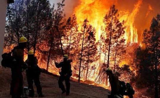 الحرائق تحطم أمال القطاع السياحي الأوروبي بعد خطوات متعثرة للتعافي