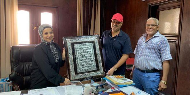 المنشآت تكرم مدير مكتب وزارة السياحة بالبحر الأحمر لترقيتها مديراً عاماً