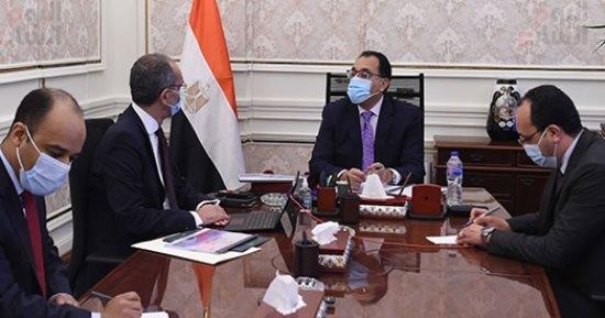 عمرو طلعت يعرض علي رئيس الوزراء 90 خدمة مرقمنة على منصة مصر الرقمية