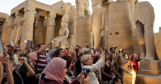 بدران : الرئيس والحكومة يعملان لإعادة صياغة واقع سياحي جديد لمدينة الأقصر