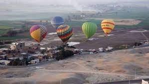 11 رحلة بالون طائر على متنها 150 سائحا تحلق في سماء الأقصر