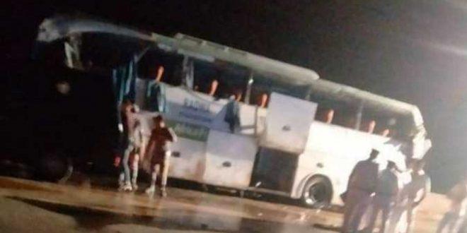 مصرع 12 وإصابة 34 شخصاً في حادث انقلاب أتوبيس رحلات بطريق السويس - القاهرة