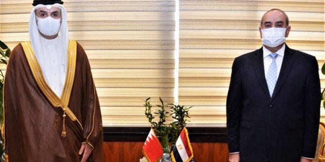 منار يبحث مع سفير البحرين فرص الاستثمار وزيادة الحركة الجوية والسياحية