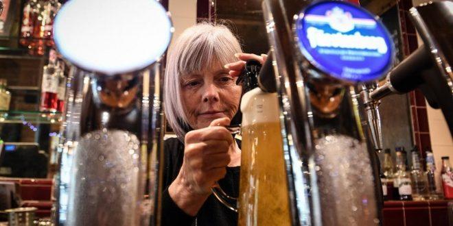 البريكسيت وكورونا يهددان بنقص الحكوليات والبيرة بحانات بريطانيا
